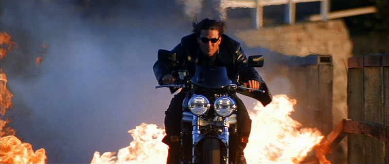 tom cruise in una scena del film su una moto - tom cruise in a scene from the movie on a motorcycle