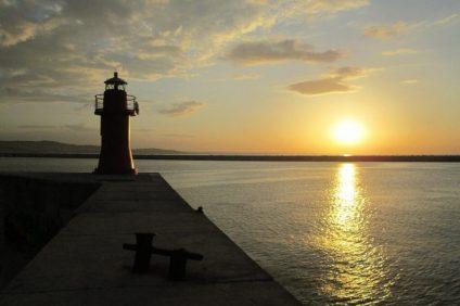 Gli eroi - tramonto sulle acque di Ancona