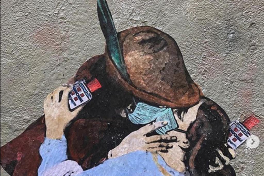 Tvboy - bacio con  mascherina