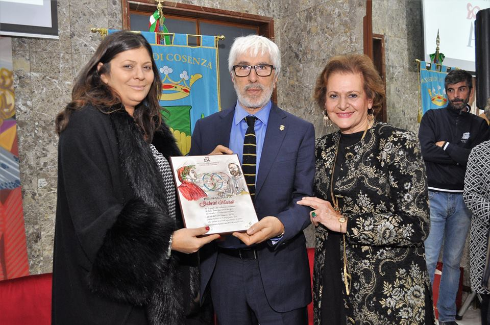 Gabriel Niccoli al Comune di Cosenza insieme a Jole Santelli e Maria Cristina Parise Martirano - Gabriel Niccoli at the Municipality of Cosenza together with Jole Santelli and Maria Cristina Parise Martirano