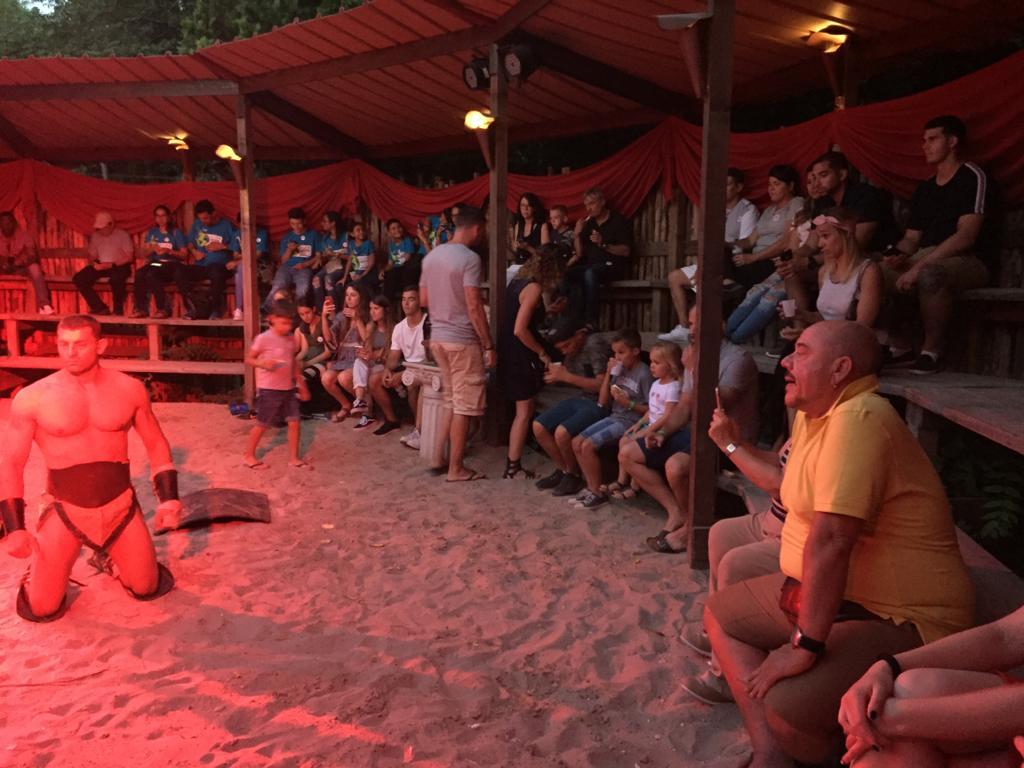 Il pubblico che assiste al Roma Wordl - The audience attending Roma World