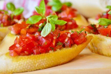 bruschette al forno-antipasto con pomodori