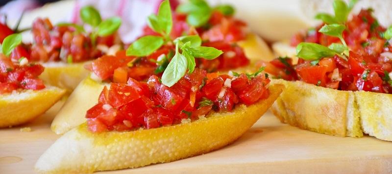 bruschette al forno-antipasto con pomodori - baked bruschetta-appetizer with tomatoes