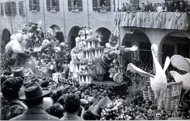 foto in bianco e nero del carnevale di Cento
