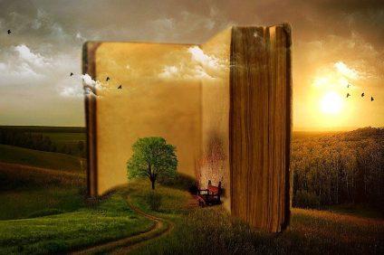 aforismi - enorme libro con albero e una sedia