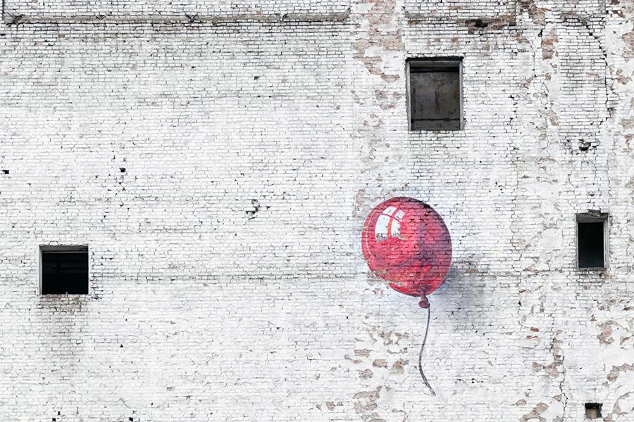 street art - murales con palloncino rosa
