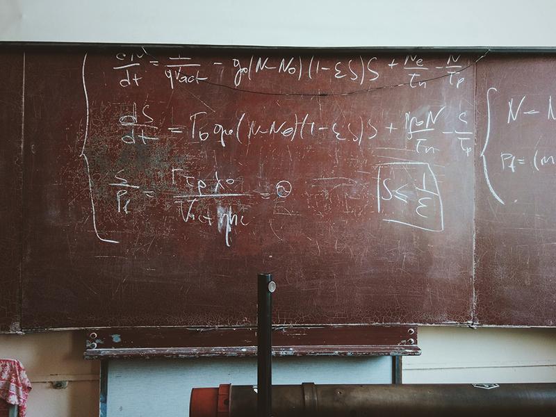 Archimede - lavagna con formula matematica  - blackboard with mathematical formula