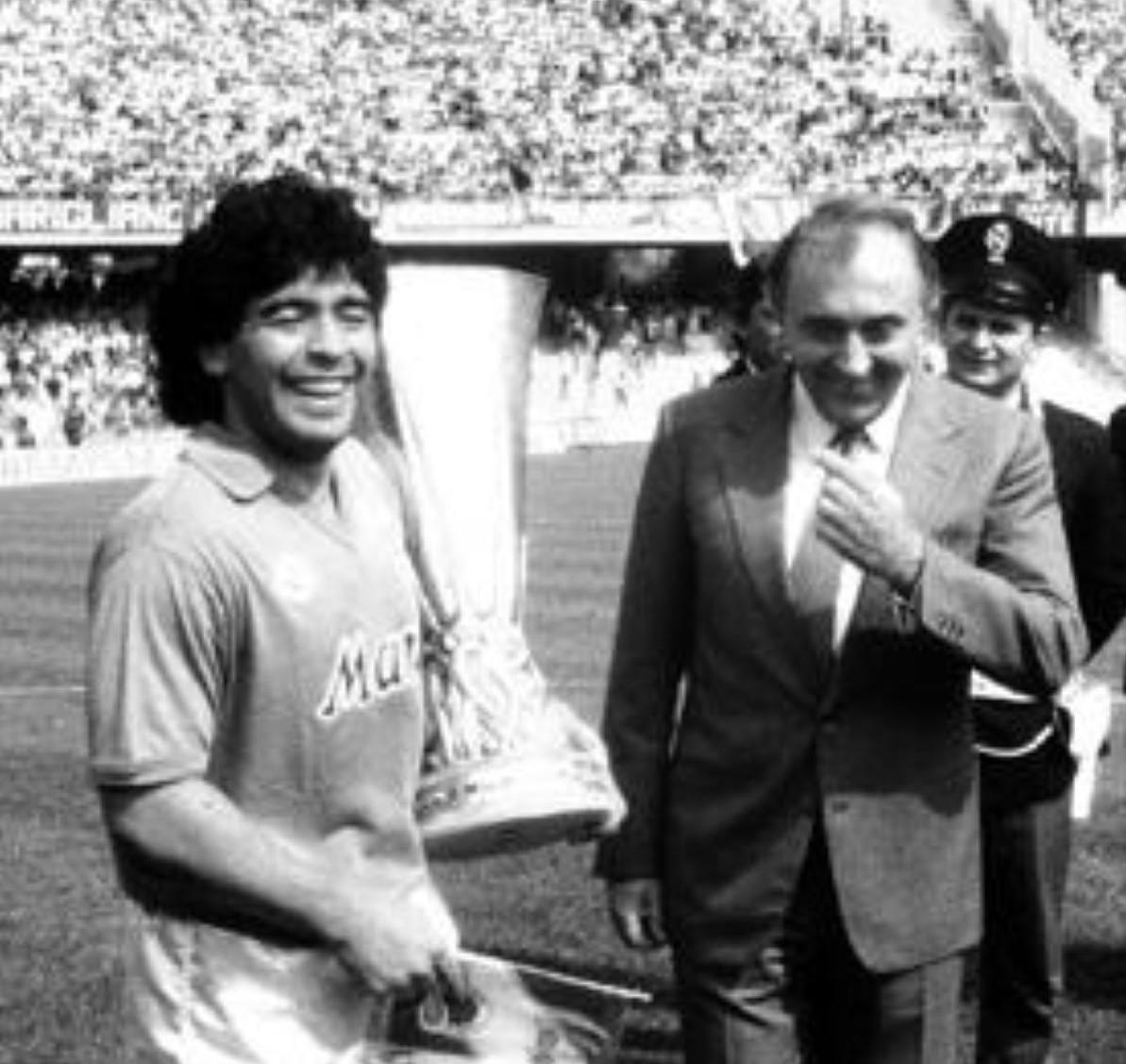 Ferlaino- Corrado Ferlaino con Diego Armando Maradona