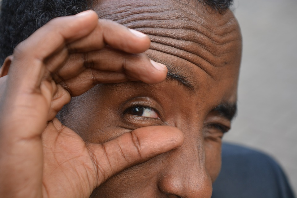Il video di Abdulla - simpatica posa di Abdullahi che fa l'occhiolino