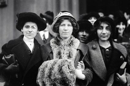 maratona - foto in bianco e nero delle suffragette