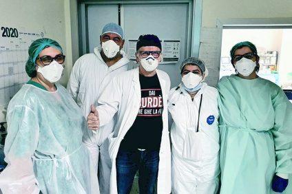 ospedale da campo - medici con mascherine