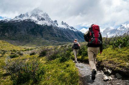 Percorsi - escursionisti con zaino in spalla