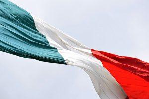 L'Italia riapre - bandiera italiana