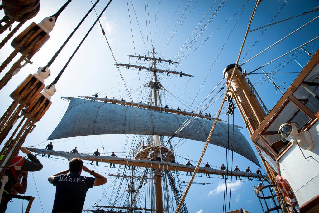 Amerigo Vespucci, equipaggio sulla vela