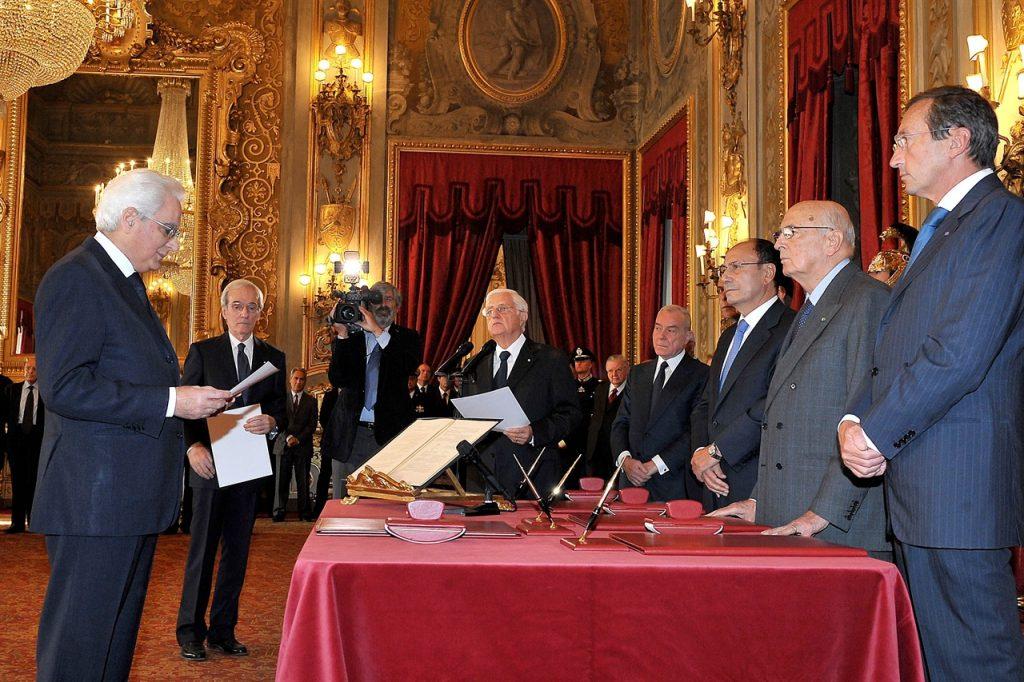 Sergio Mattarella nel momento del giuramento / Sergio Mattarella at the time of the oath