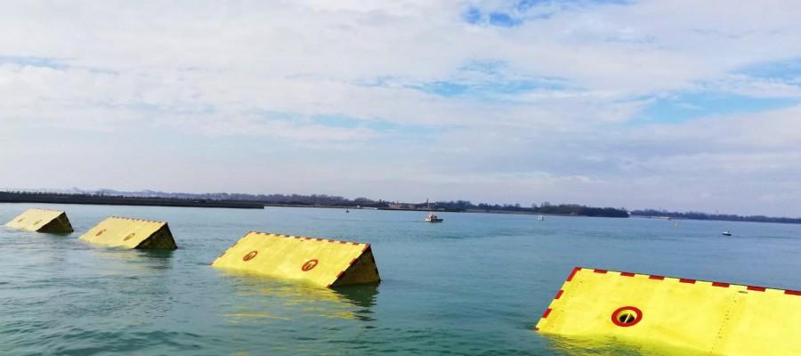 Mose - paratoie in acqua