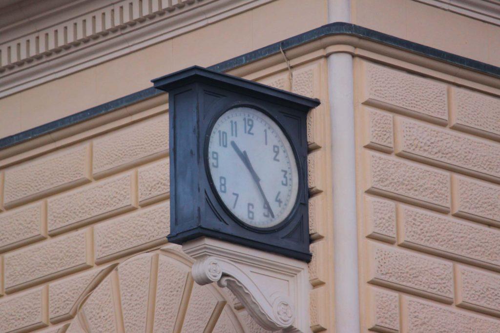 strage di bologna - orologio che segna le 10,25