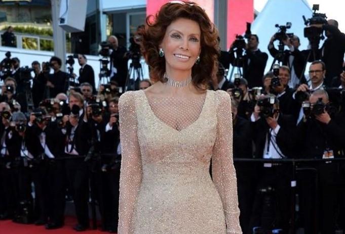 Armani - Sophia Loren indossa un abito Armani