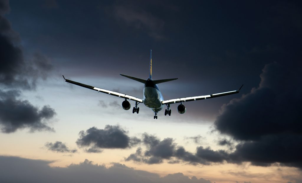 aereo in fase di atterraggio