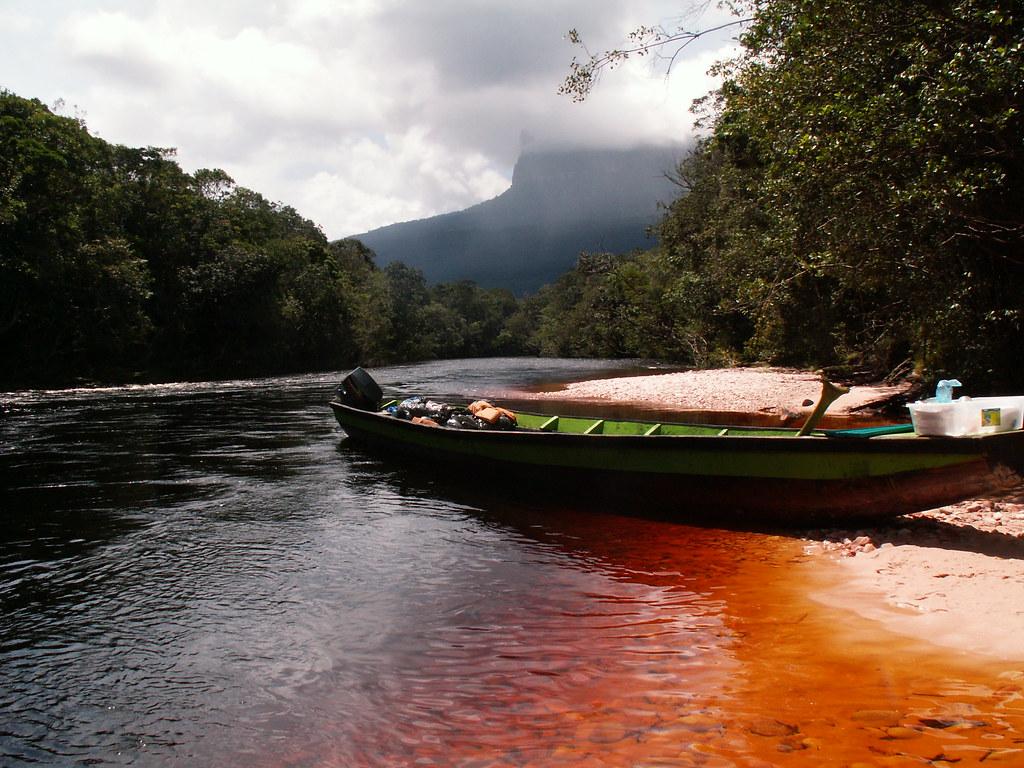 Venezuela - canoa sulla riva