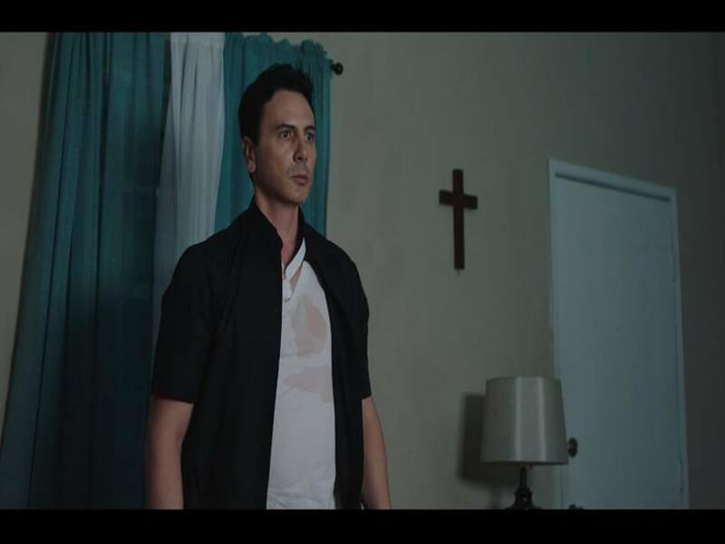 Scena del film Near Death con protagonista Carlo Carere