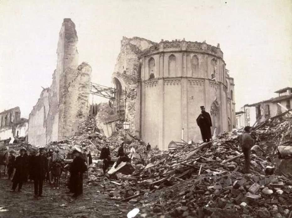 I resti del duomo di Messina dopo il terremoto / The rubble after the 1901 earthquake