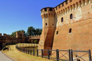 mura esterne del castello di gradara