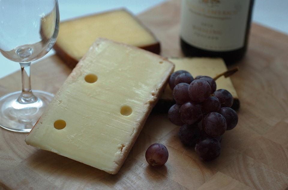 Alcuni formaggi da gustare, lucertola nel piatto