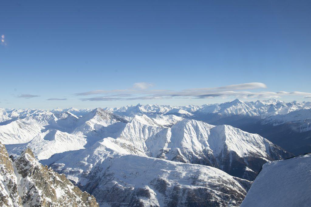 mont blanc: Monte Bianco - veduta di cime innevate