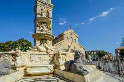 Il duomo di Messina visto dalla piazza