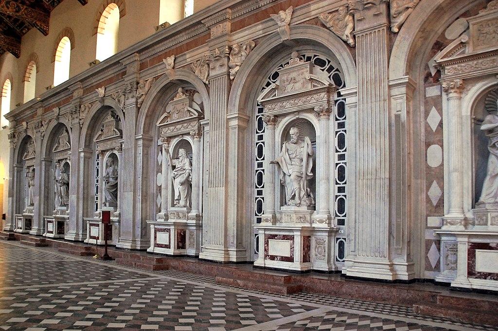 Le statue delle cappelle del Consolato / The statues of the Consulate chapels