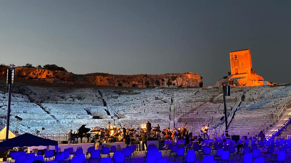Il teatro greco illuminato per le visite notturne / The Greek theater illuminated for night visits