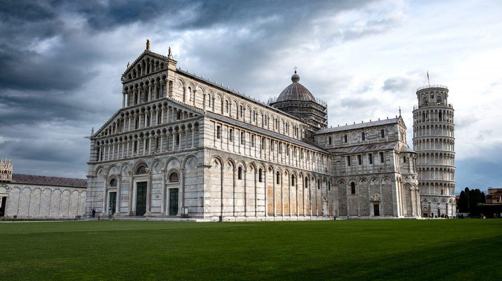 torre di Pisa e chiesa / tower of Pisa and church