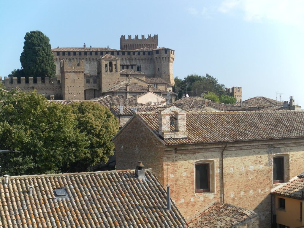 veduta del castello di gradara