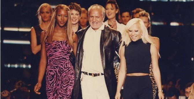 Gianni Versace con la top model Naomi Campbell e la sorella Donatella - Gianni Versace with supermodel Naomi Campbell and sister Donatella
