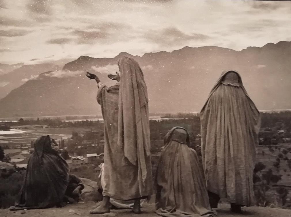 Henri Cartier-Bresson - persone di spalle