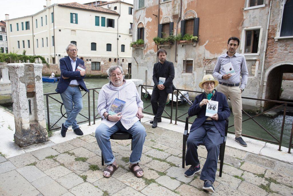 Premio Campiello  - alcuni giornalisti in piazza