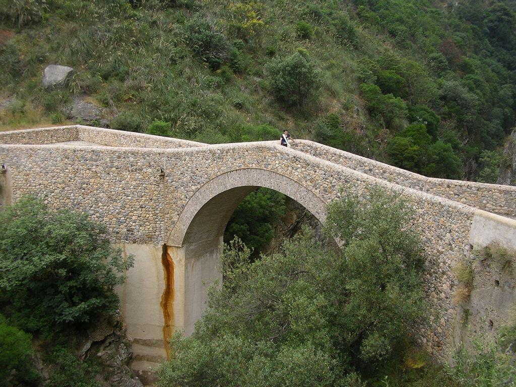 Il ponte del Diavolo costruito sulle gole del Raganello a Civita
