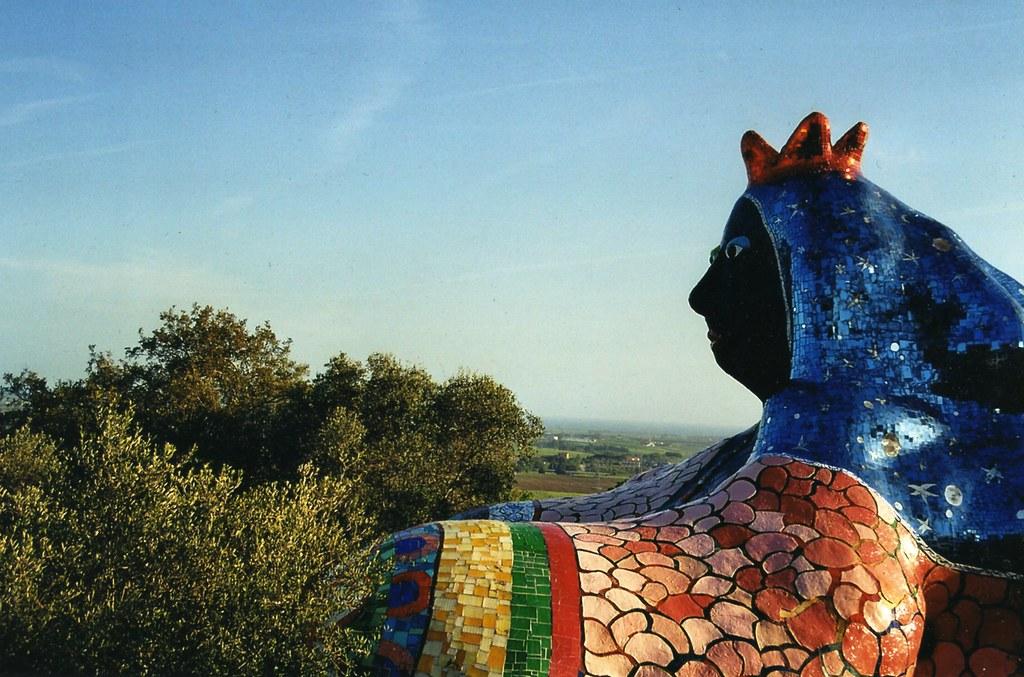 L'imperatrice una delle ventidue statue del Giardino dei Tarocchi
