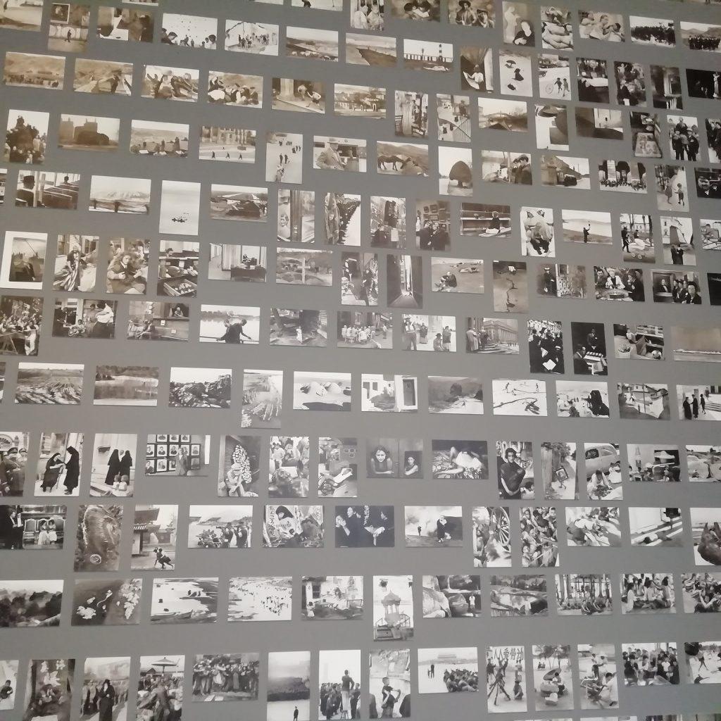 Henri Cartier-Bresson - tante fotografie in bianco e nero su pannello
