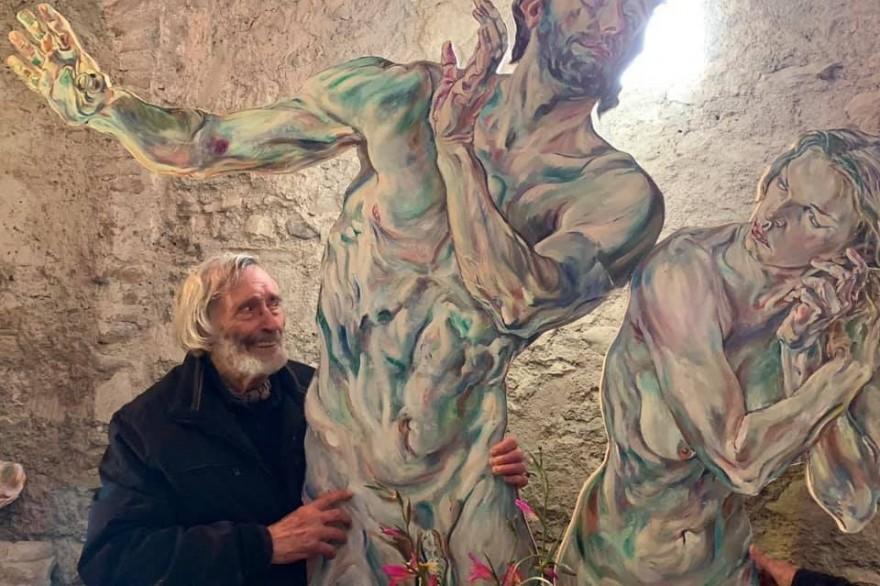 Nik Spatari con l'opera Adamo ed Eva
