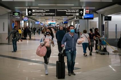 Il distanziamento per emergenza Coronavirus in aeroporto