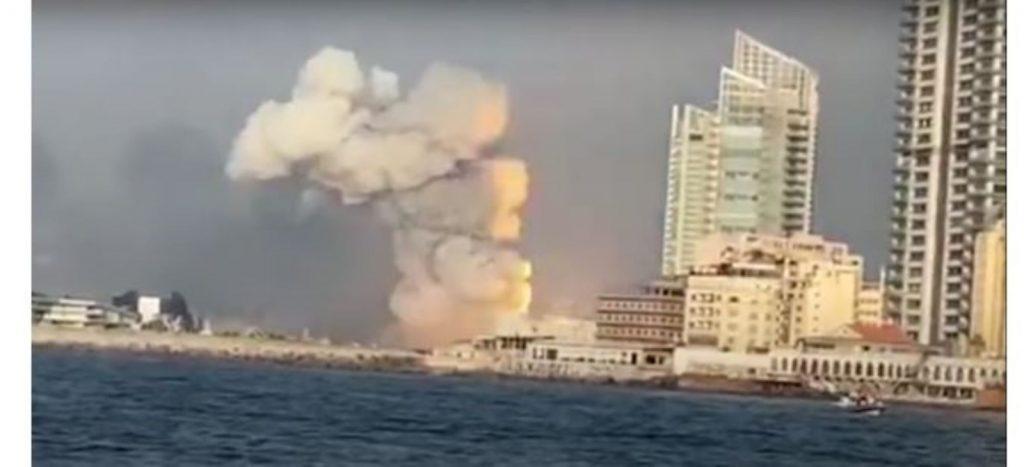 Esplosione a Beirut vista dal mare