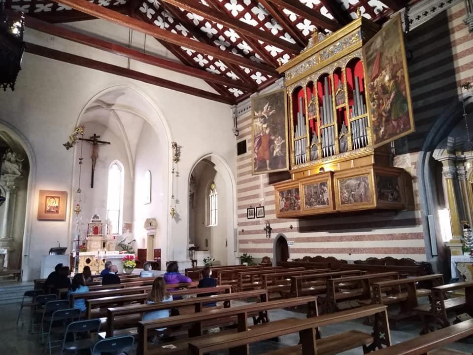Interno del Duomo di Valvasone Arzene con in vista l'organo veneziano del '500
