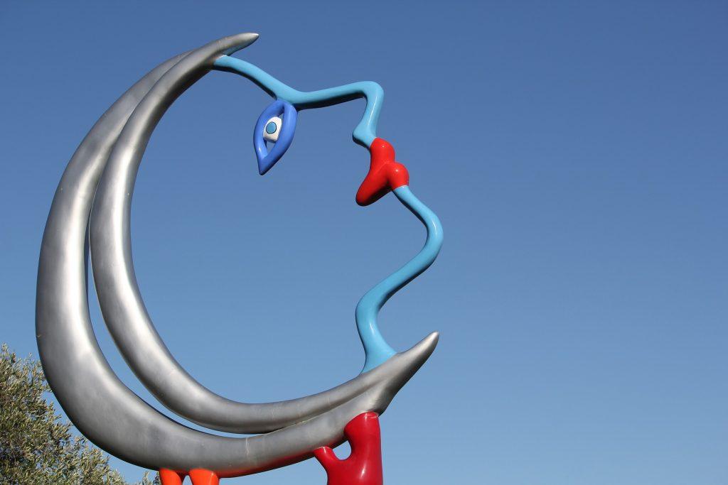 particolare di una scultura del giardino dei tarocchi