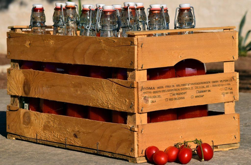 salsa - cassetta con bottiglie