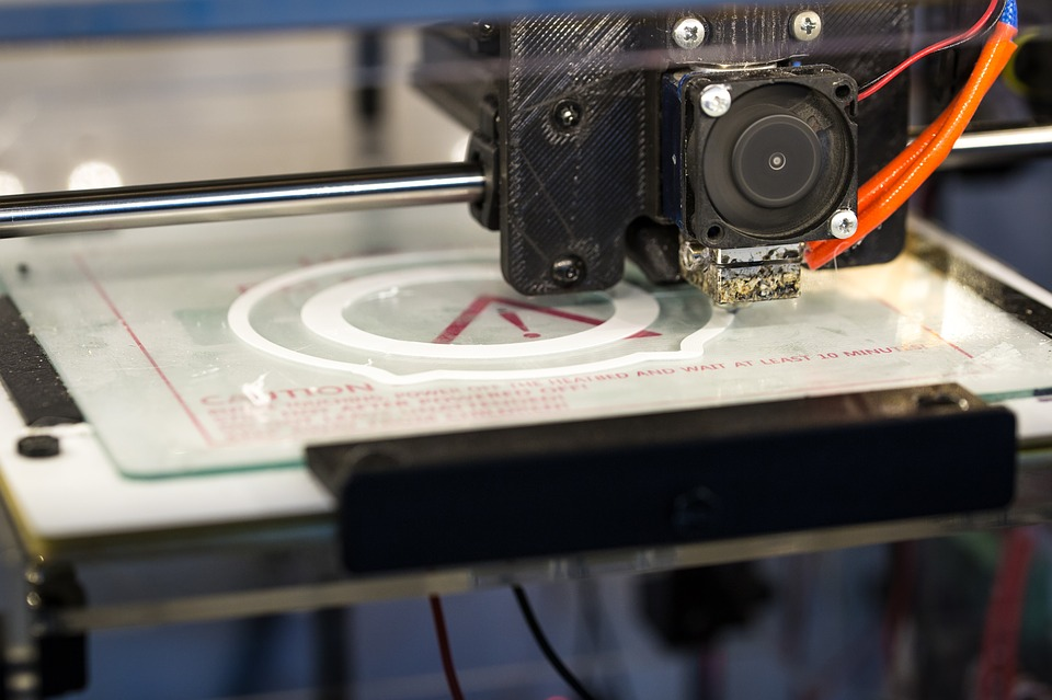 Un tipico esempio di stampante 3D  / A typical example of a 3D printer