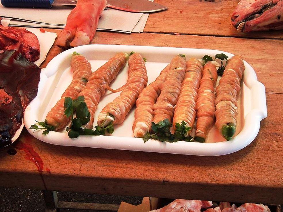 Le stigghiole tipiche dello street food siciliano
