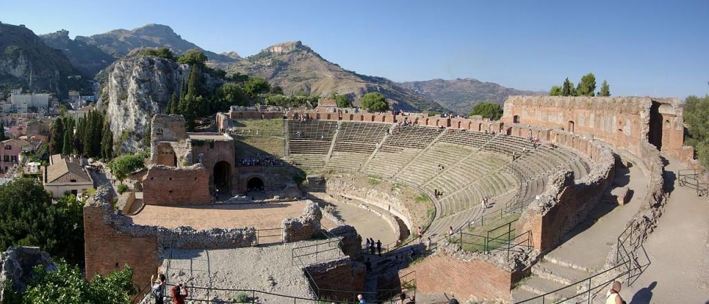 Il suggestivo teatro di Taormina per il Mythos Opera Festival
