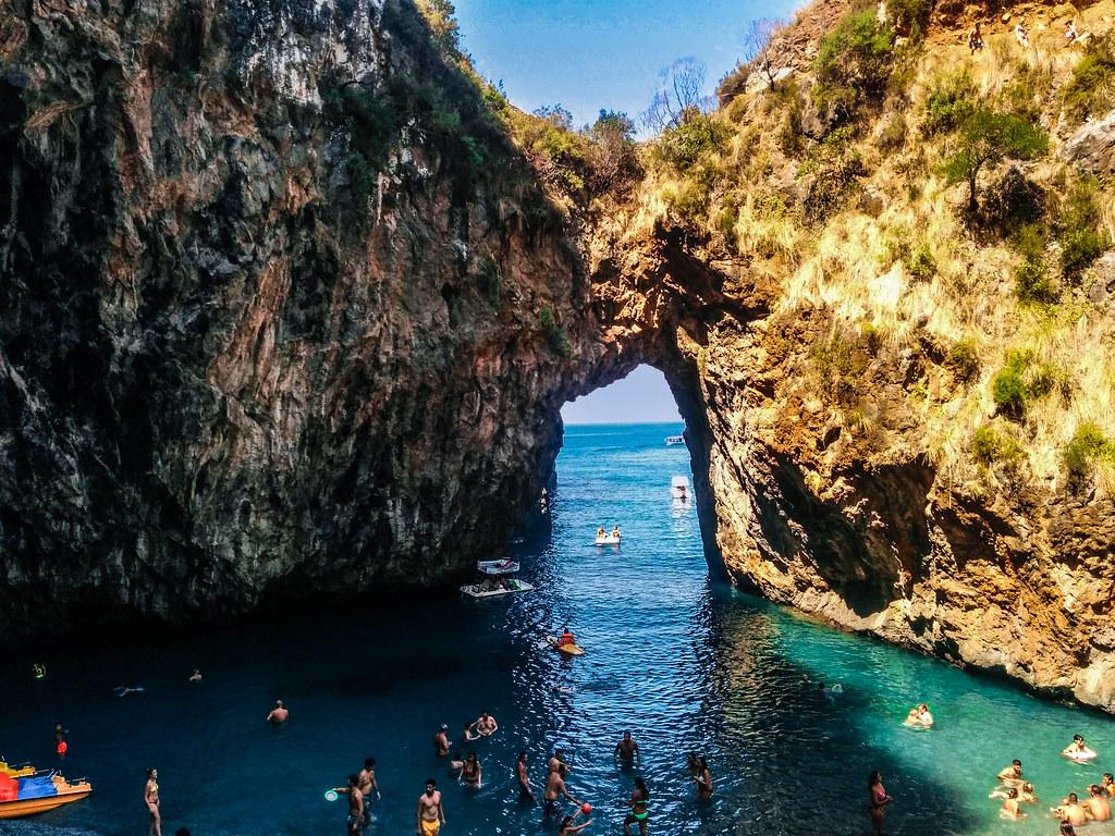 Una delle località scelte da Nutella: l'Arco magno di san Nicola Arcella in Calabria